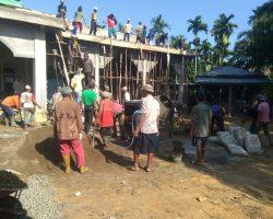 Gotong Royong Camat bersama warga